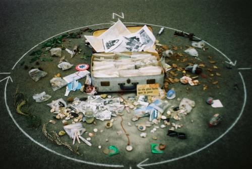 La valise à la mer. Objets de la mémoire, identité explosée, déchirée. 014.jpg